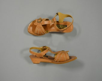 SALE- 1970s woven buckle wedges - size