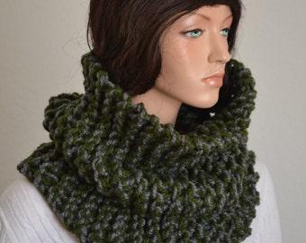 Chunky Snood/ Mens Winter Snood/ Gray and Green Snood/ Scandinavian Snood/ Tube Scarf/ Crochet Cowl