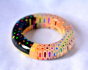 Striking bangle bracelet from colored pencils