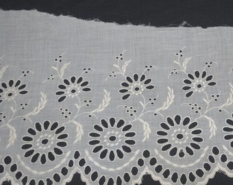 2 Pieces of 1940s Vintage Wide Eyelet Lace Trim, Scalloped Border, 15.5 x 7.25 Inches & 36 x 7.25 In., Early 20th Century Trim, Vintage Lace