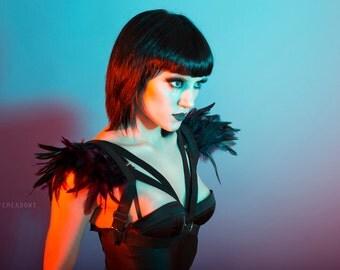 Ravena - adjustable black elastic harness with purple and black feathers