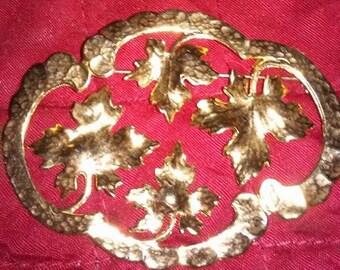 Vintage Large gold tone maple leaf brooch