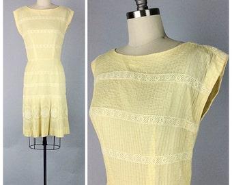 50s Pastel Yellow Cotton Wiggle Dress - 1950s Vintage Rockabilly Dress With Lace Trim - Medium - Size 6