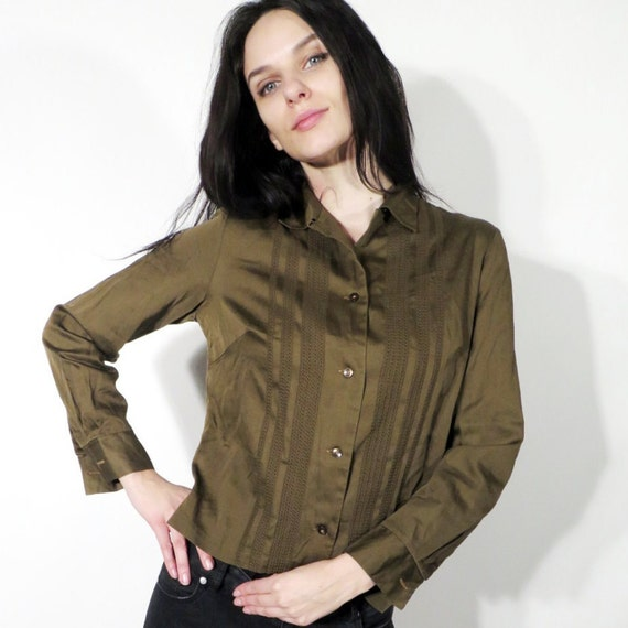 This one comes from american eagle, but i don't want to pay $ i will, but i don't want to lol. it MUST BE AN ARMY GREEN THOUGH! #blouse #shirt.