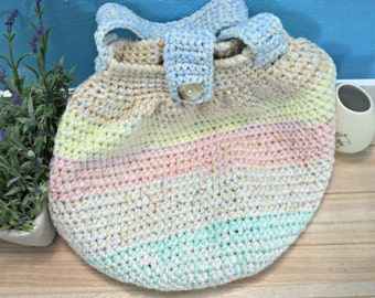 recycled crochet sac bag with stripes in pastel colours