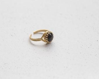 Filigree Onyx Brass Ring in Gold