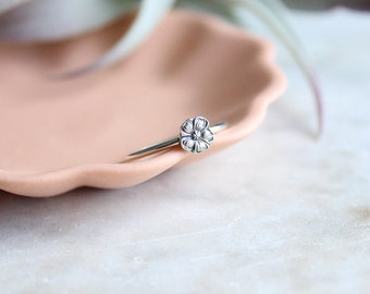 Spoon Ring // Sterling Silver // Cut out // Dainty // Diamond