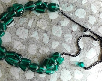 Oil coloured glass necklace weaves