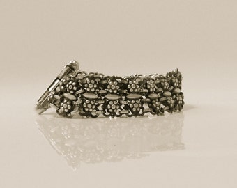 lovely silver chain link bracelet with flowers