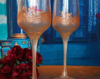 Set of 2 hand painted champagne flutes Lace of clovers in gold