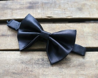 Bow ties for men. Large Butterfly Bow tie. Men's bowties. Wedding bowties. Big Bow ties. Drop Bow tie. Graduation Bowties.