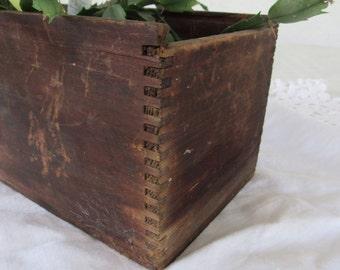 Primitive Wooden Box Dovetail Edge