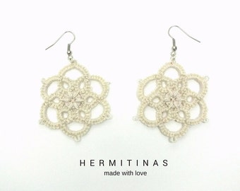 Ivory tatted earrings, 8 petals flowers tatted lace earrings, flower tatting earrings flower with button  tatting earrings beige lace flower