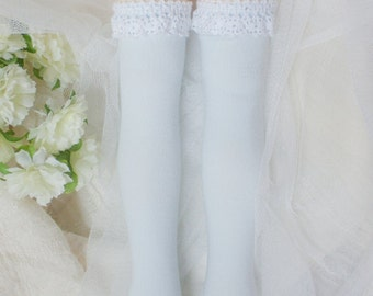Lace-decorated plain Knee-high socks