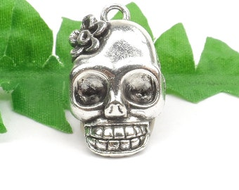 5 Silver Skull with Flower Charms, Sugar Skull, Day of The Dead Charms 21mm x 13mm C131
