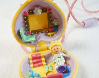 Polly Pocket -1991 - Polly in her Bedroom Locket including doll and necklace