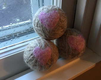 Wool dryer balls with heart design