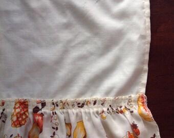 Retro curtain valence......70s style and colors....Ruffled edge.....Kitschy