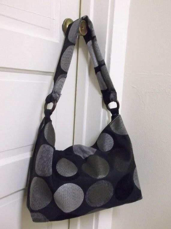 Womans Shoulder bag with zipper top Zipper pocket outside