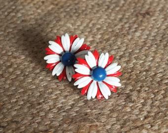 1960s flower earrings + Vintage daisy pedal earring + floral studs