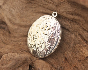 Locket - silver plated embossed flower locket - oval - vintage style