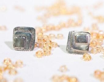 Simple stud earrings in silver sterling