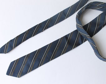 Nice 1950s skinny tie in navy, brown and white by Hens & Kelly