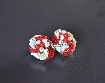 1950/60s Vintage clip earrings ~ Red&White Plastic Beaded Earrings