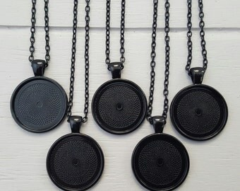 5 Black plated Pendant 25mm Cabochon setting 50cm Chain