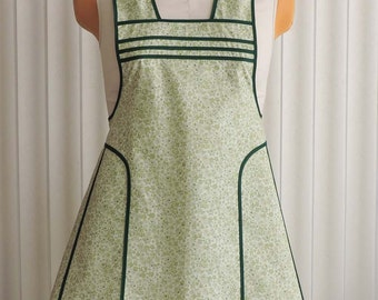 Womans Retro Apron Green Calico Fabric Trimmed Dark Green Vintage Style Cute Kitchen Apron