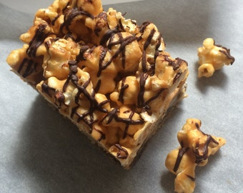 Chocolate Chip Bar Cookies With Caramel Corn Topping