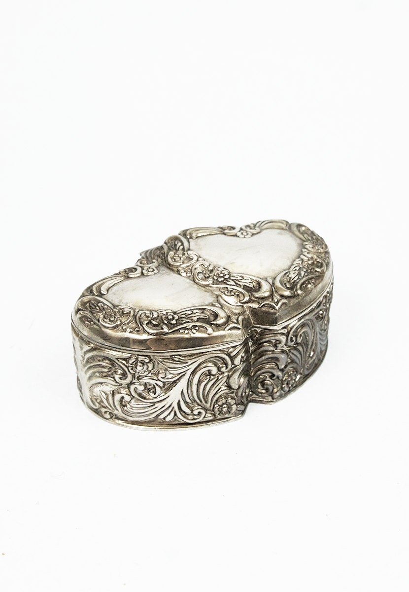 Vintage jewelry box heart ring box vintage jewelry box metal for Heart ring box