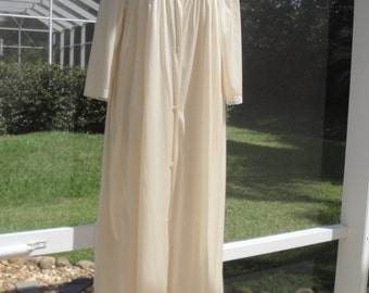 Vintage Lorraine Peignoir Set of full length Robe and Gown, Unworn w/ paper tag, Cream nylon Size Large, Lace accented bodice, Front buttons
