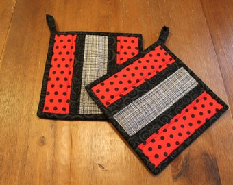 Quilted Pot holder Set, Red Black Dots, White and Grey, Hot pads, Potholders, trivet, Black Red White Kitchen, Kitchen Decor, insulated