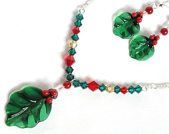 Holiday Jewelry Set / Lampwork Holly Jewelry Set / Beaded Christmas Jewelry Set / Holly Leaf Jewelry / Gift for Her under 30