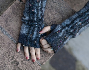 wet felted fingerless gloves grey and black M size/art to wear italian handmade READY TO SHIP