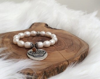 Pearl Bracelet with Crown Charrm