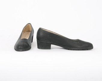 Salvatore FERRAGAMO Womens 8 Aa Black Textured Leather Slip On Pumps Crepe Sole Designer Block Heel Vintage Shoes