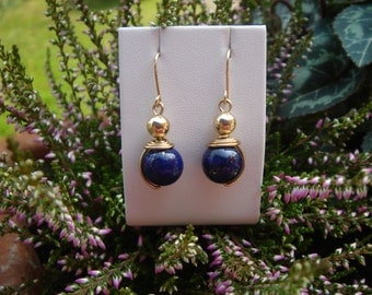 585-er gold earrings, lovingly handmade with lapis lazuli