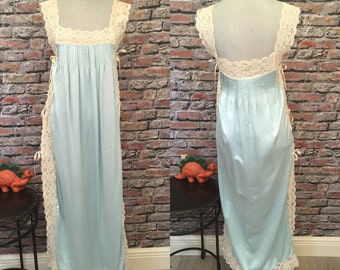 Vintage MONTENAPOLEONE Aqua Silk Negligee With Beige Lace Trim  Size XTRA Small-Small