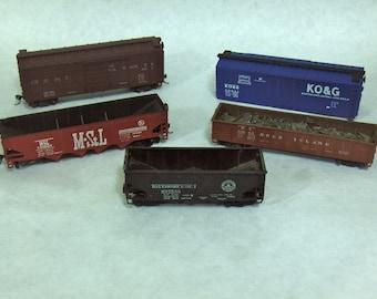 LOT H: 5 VINTAGE HO Scale Train/ Freight Cars, Box Cars, Coal Cars