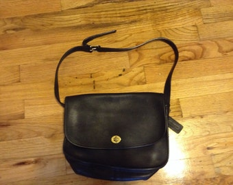 Vintage Coach Willis cross body bag, navy blue leather, brass hardware, medium