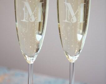 Set of 2 Stemmed Champagne Glasses With Monogram