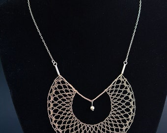 Gold coloured circular lace necklace