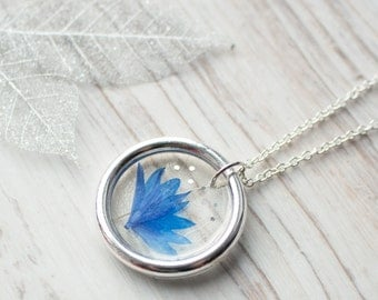 Real flower necklace. Real flower jewelry. Flower pendant necklace. Cornflower. Pressed flower necklace. Botanical jewelry. Resin necklace