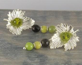 Pending earrings, sheet metal, the caterpillar green and black beads, beads pierced semi olivine