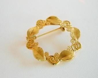 Gold Tone Finish Round Leaf Design Pin Brooch