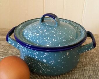 Sweet Little Blue and White Splatterware Enamel Stew Pot with Lid