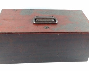 Vintage Metal Lockbox With Yale Lock and Original Key