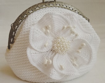 Bridal purse Crochet white coin purse metal kiss Gift for her Bridal gifts Evening Purse Wedding purse Women accessories sale